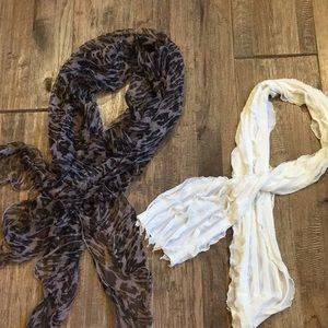 Set of two ruffle scarves.